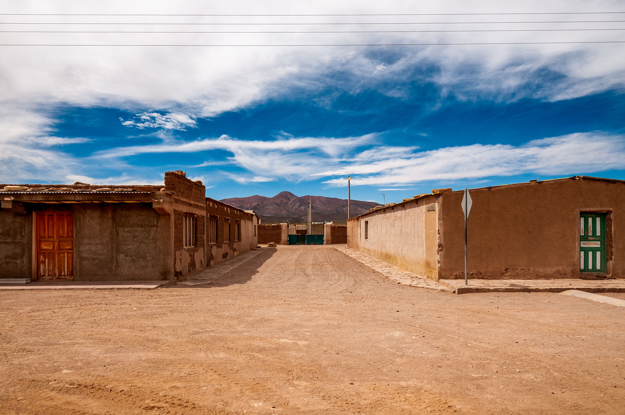 Photo en couleur d'un village de l'Altiplano Bolivien.