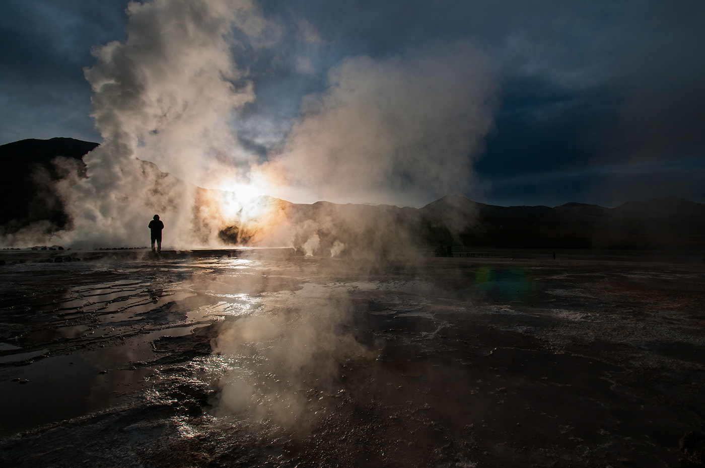 Photo du lever de soleil aux geysers d'El Tatio.