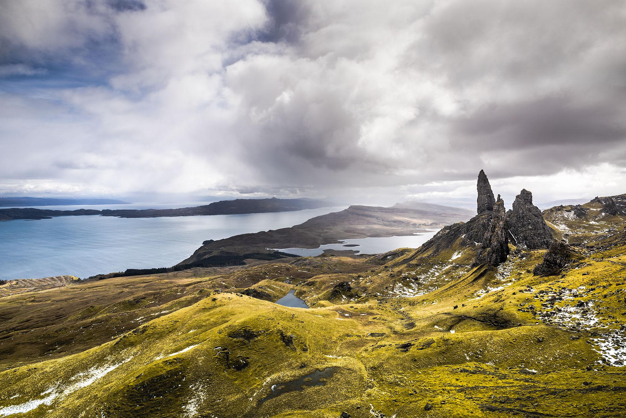 Photo panoramique du Old Man of Storr, sur l'Île de Skye.