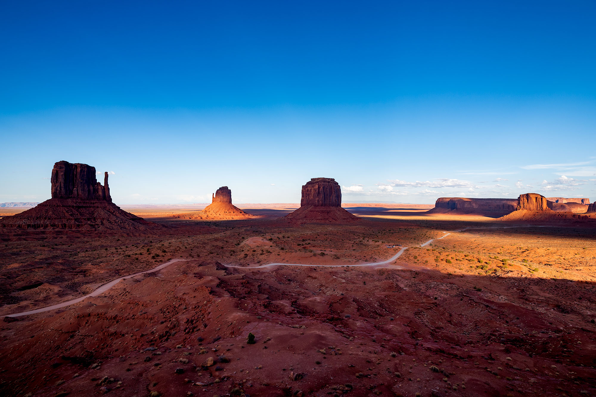Panorama of Monument Valley at sunset. Image by Jennifer Esseiva.