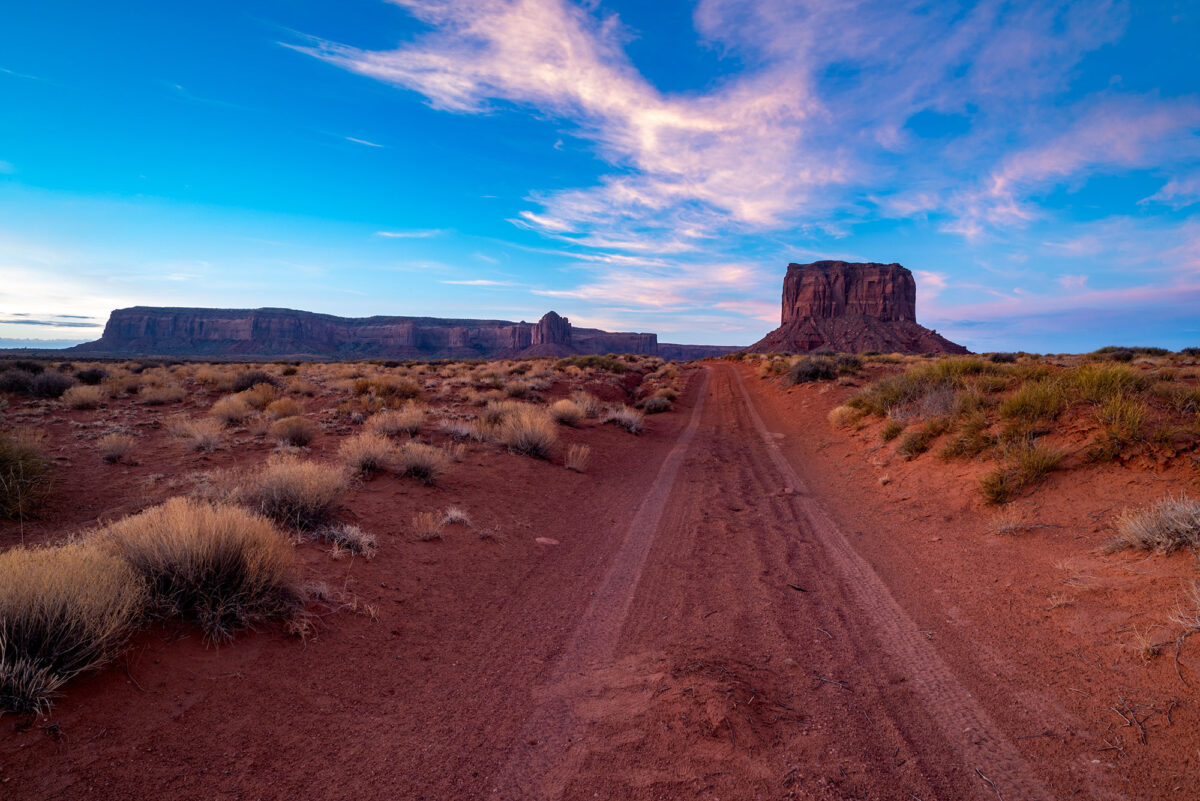 Sunrise photography of Monument Valley in USA. Image by Jennifer Esseiva.