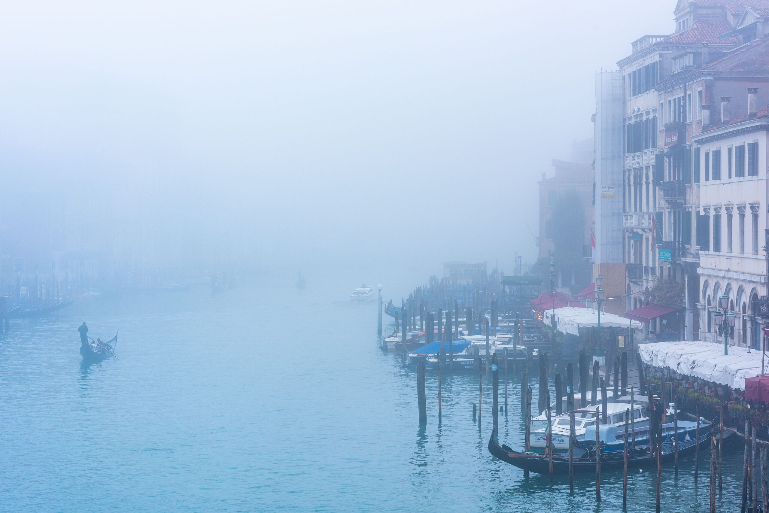 Photography of Venice by a foggy day.