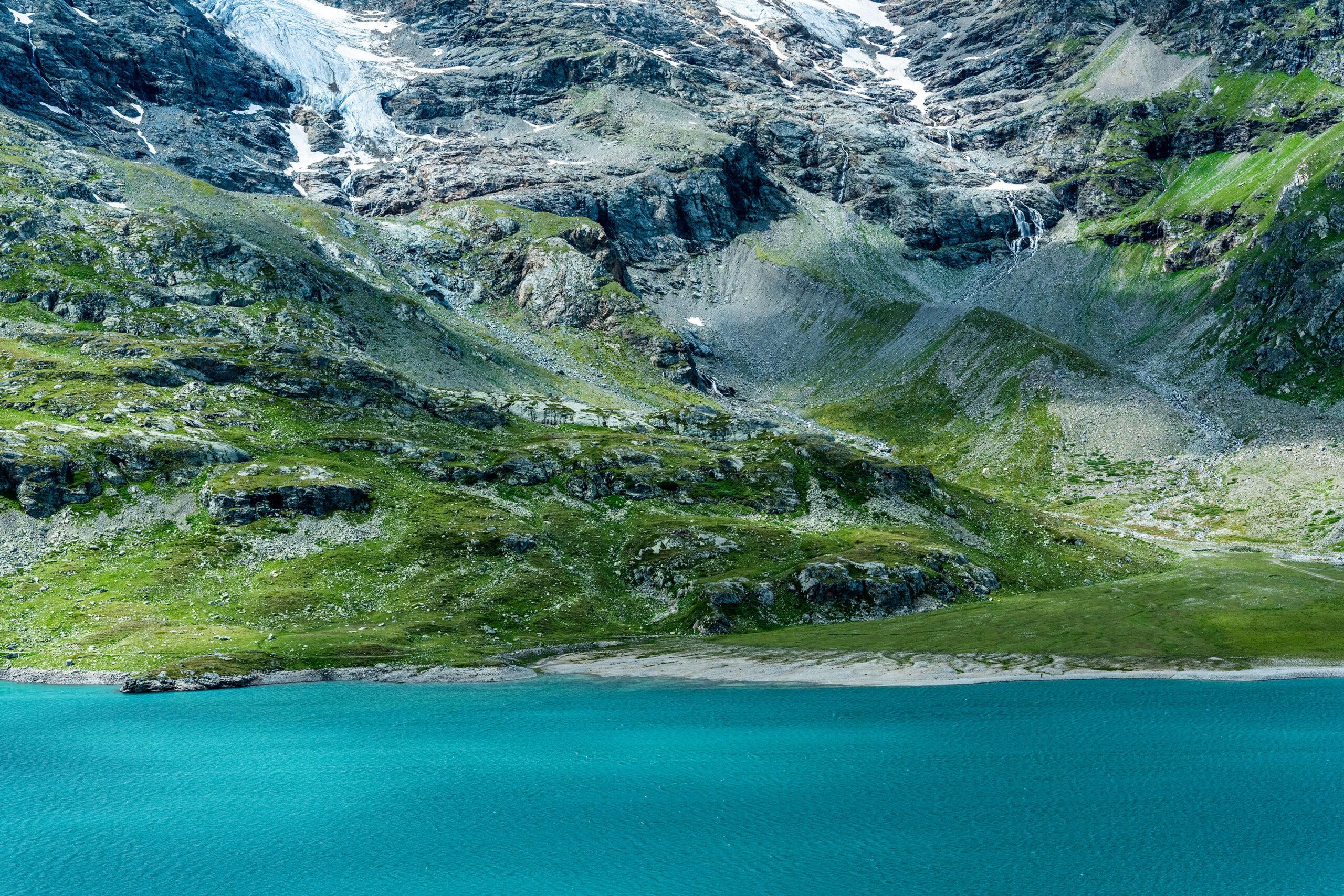 Close-up photograph of the Lago Bianco in Graubünden, Switzerland.