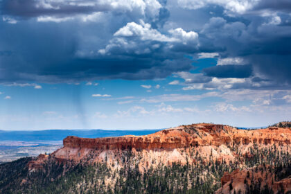 Landscape photography of Bryce Canyon.